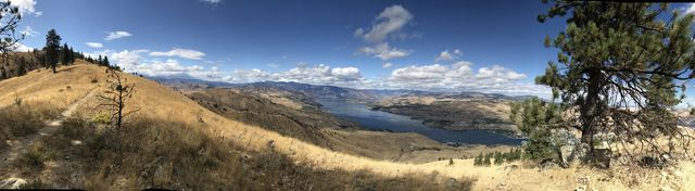 Panorama picture of Lake Chelan from the ridge below Chelan Butte