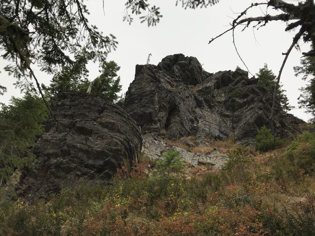 Rock outcropping near Bennett Peak