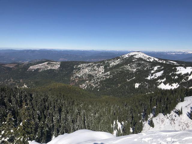 Vista north from Latour Peak