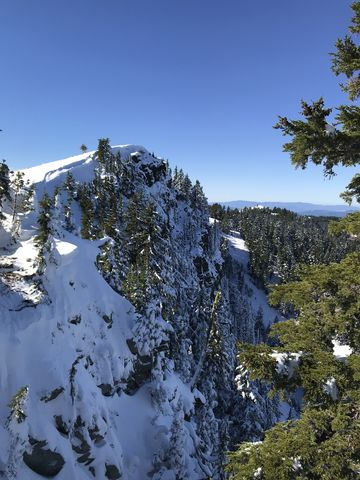 Latour Peak. It drops off sharply on the north side towards Mirror Lake