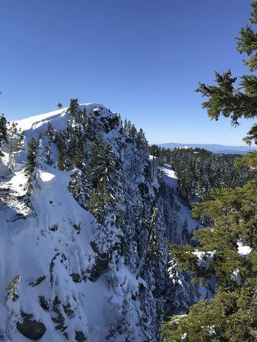 Latour Peak. It drops off sharply on the north side towards Mirror Lake