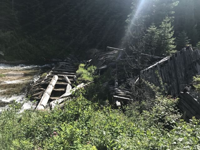 The old splash dam and old structures on Marble Creek