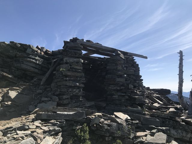 A shelter on Scotchman Peak