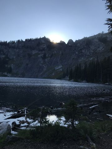 The sun slipping behind the headwall of Heart Lake
